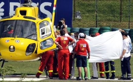 Felipe Massa po wypadku na torze Hungaroring. /AFP