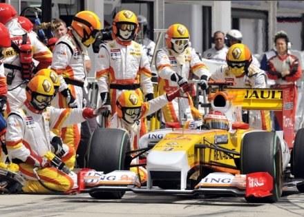 Fernando Alonso liczy na dobry występ przed własną publicznością w Walencji /AFP