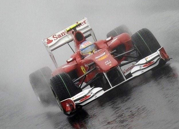 Fernando Alonso w bolidzie Ferrari /AFP