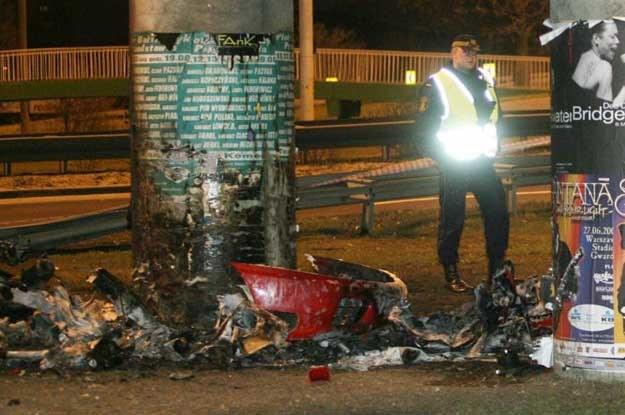 Ferrari uderzyło w betonowy filar na ulicy Puławskiej /