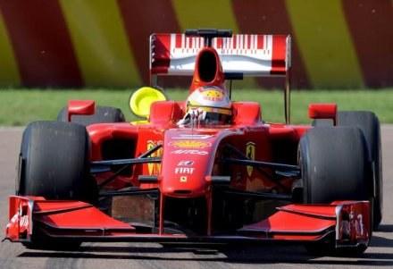 Ferrari zamiast Schumachera posadzi za kierownicą bolidu Lukę Badoera /AFP