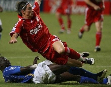 Fewrnando Torres nie był w stanie przejść obrony Porstmouth /AFP
