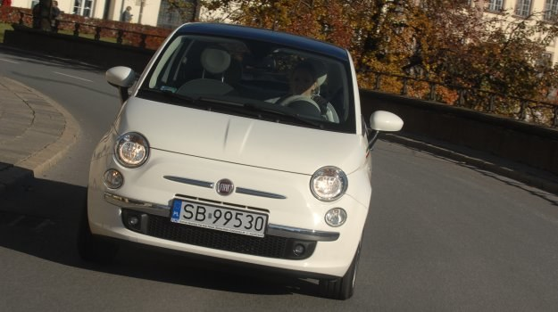 Fiat 500 powstał na bazie konstrukcyjnej modelu Panda. /Motor