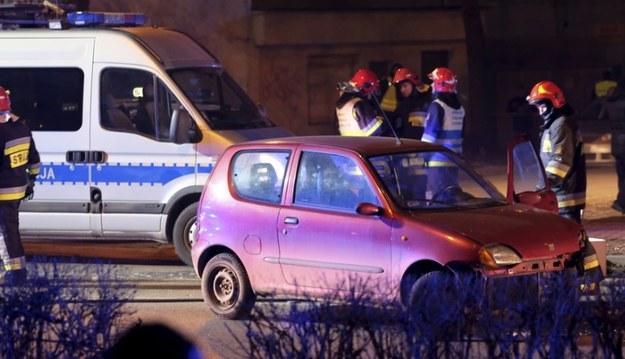 Fiat Seicento Sebastiana zostało uszkodzone w wyniku zderzenia z rządowym Audi A8 /Andrzej Grygiel /PAP
