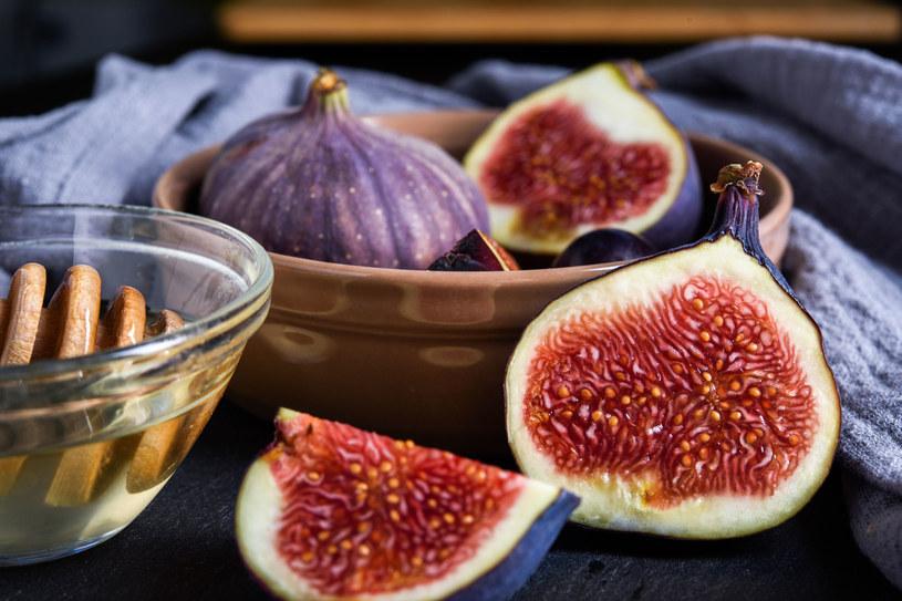 Figi zyskują popularność nie tylko przez wyjątkpwy smak, ale również korzyści zdrowotne /123RF/PICSEL