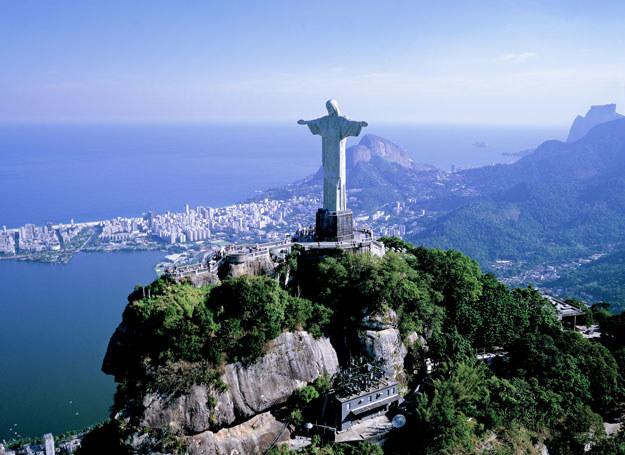 Figura Jezusa króluje nad miastem /©123RF/PICSEL