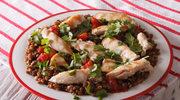 Filet z kurczaka z zieloną soczewicąi warzywami