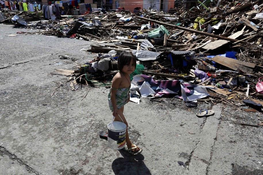 Filipiny po przejściu huraganu Haiyan / MAST IRHAM  /PAP/EPA