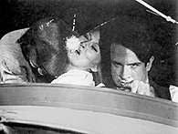 Film Stanów Zjednoczonych: Michael J. Pollard, Faye Dunaway i Warren Beatty w scenie z filmu Arthur /Encyklopedia Internautica