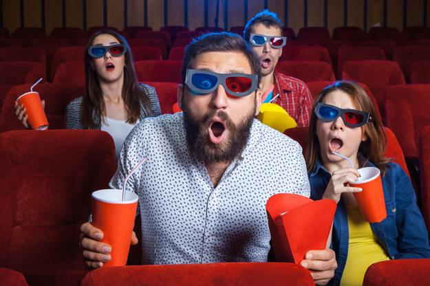 Firmy coraz częściej finansują pracownikom wyjścia do kin i teatrów /123RF/PICSEL