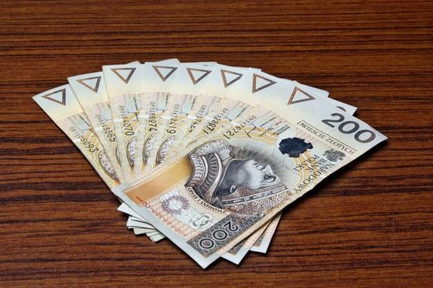 Firmy ominą minimalne wynagrodzenie? /123RF/PICSEL