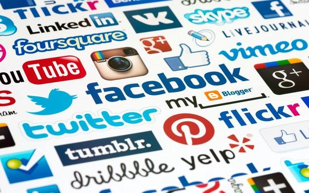 Firmy rekrutacyjne regularnie korzystają z informacji publikowanych przez kandydatów na portalach społecznościowych /123RF/PICSEL
