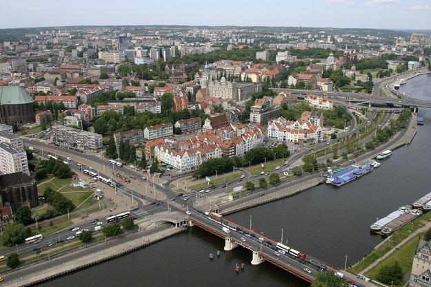 Firmy w Szczecinie będą zatrudniać pracowników /fot. Robert Stachnik /Reporter