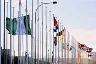 Flaga Nigerii opuszczona do połowy masztu na znak żałoby