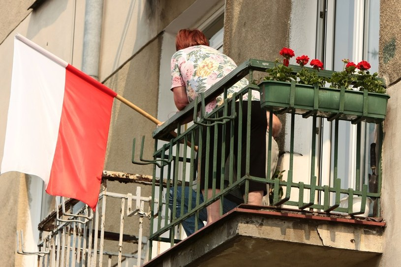 Flaga wywieszona przed majowymi świętami /Hubert Matys /Reporter