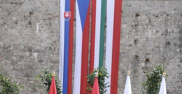 Flagi państw-członków Grupy Wyszehradzkiej /AFP