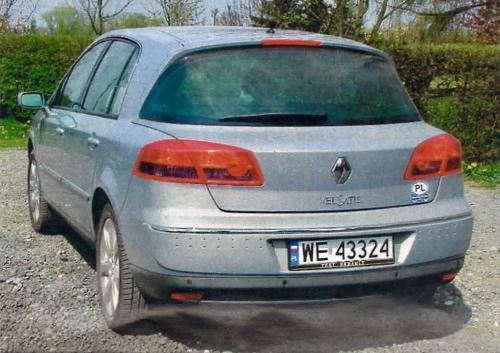 Flagowy model Renault jest hatchbackiem. Duże, unoszone tylne drzwi zdecydowanie poprawiają funkcjonalność auta. /Motor