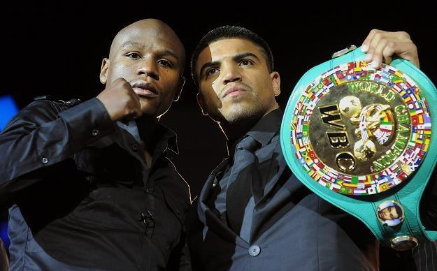 Floyd Mayweather Junior (z lewej) i Victor Ortiz /AFP