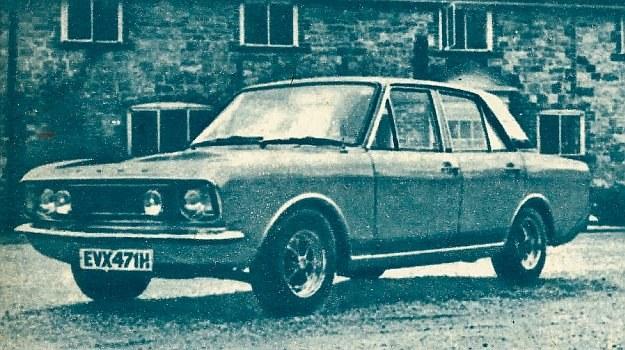 Ford Cortina wyposażony jest przez wytwórnię w silniki od 1100 do 1600 cm3, a dostępne są również przeróbki z silnikiem 3000 cm3. Zużycie paliwa we wszystkich mniejszych silnikach waha się około 11 l/100 km. /Motor