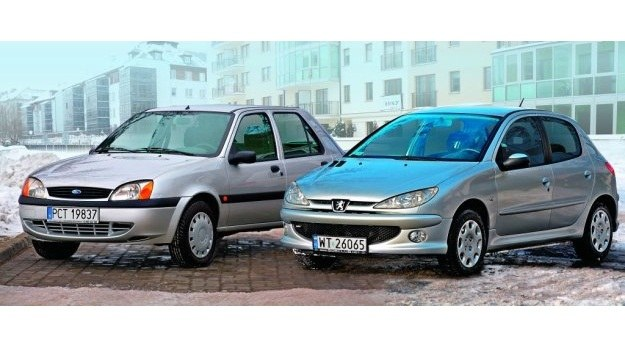 Ford Fiesta i Peugeot 206 - skromność kontra paryski szyk. /Motor