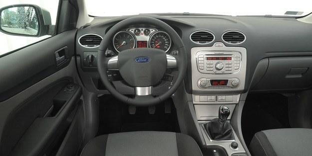 Ford Focus deska rozdzielcza /Motor