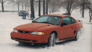 Ford Mustang GT - runda Mustangiem