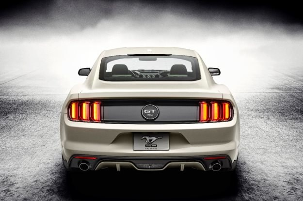 Ford Mustang /