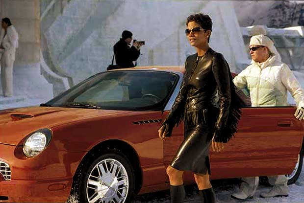 "Ford Thunderbird ""007"" i Halle Berry (kliknij) /INTERIA.PL"