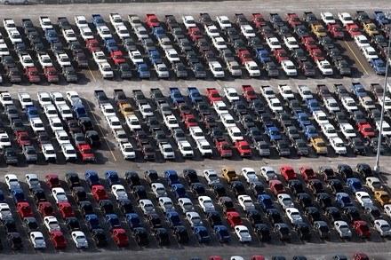 Fordy F-150 czekają na transport /AFP