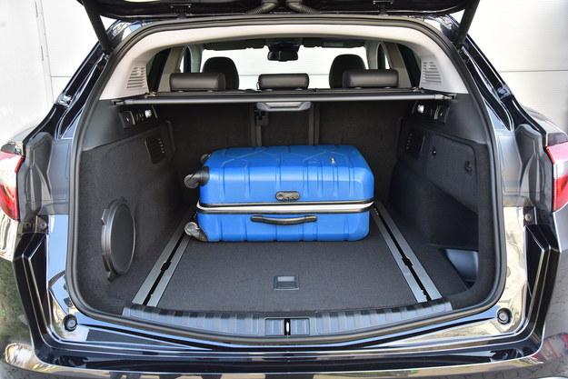 """Foremny i pojemny – bagażnik mieści 525 l. """"Dojazdówka"""" w opcji. /Motor"""