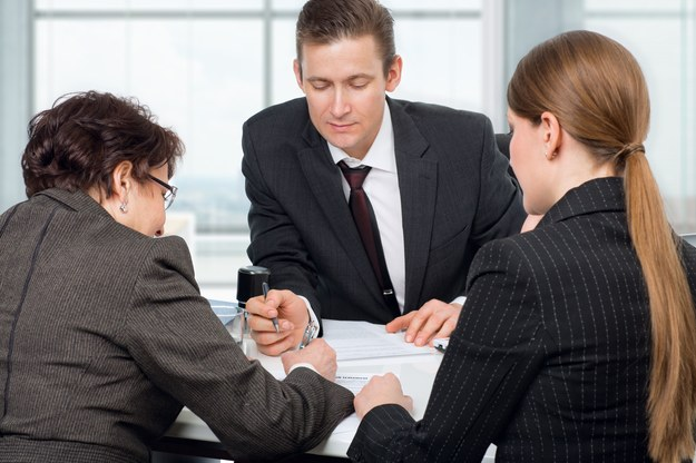 Formalności trzeba załatwić u notariusza /123/RF PICSEL