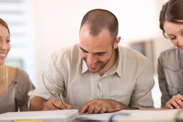 Formularze trzeba wypełnić prezentując wnioskodawcę i projekt /©123RF/PICSEL