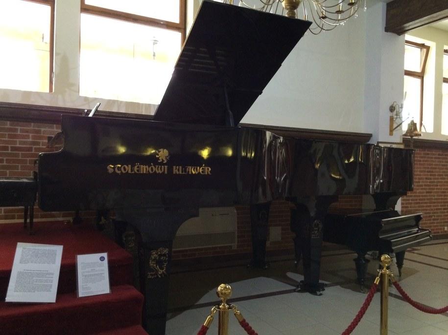Fortepian ma 2 metry wysokości, 2,5 metra szerokości i 6 metrów długości. Waży prawie 2 tony /Kuba Kaługa /RMF FM