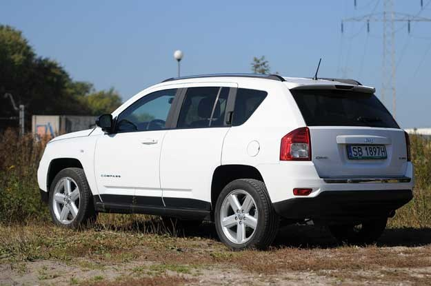 Toyota rav4 honda cr v a mo e jeep compass for Jeep compass vs honda crv