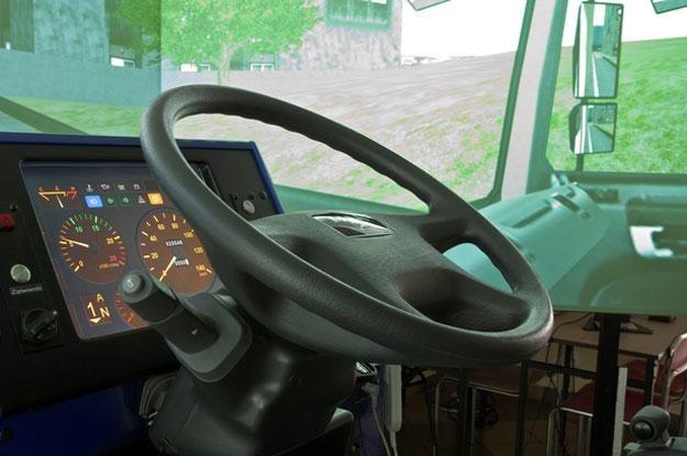 Fotel kierowcy porusza się w symulatorze w  3 płaszczyznach, a powinien w 6 /RMF