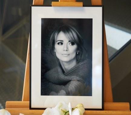 Fotografia aktorki wystawiona przy księdze kondolencyjnej /PAP/Adam Warżawa    /PAP