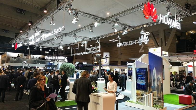 Fotografia z targów, na których przedstawiono nowe rozwiązania technologiczne Huaweia /materiały prasowe