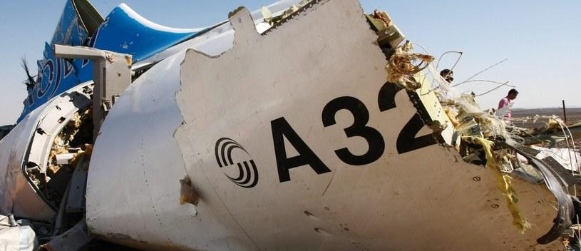Fragment wraku rosyjskiego Airbusa A321, który rozbił się na Synaju /MAXIM GRIGORIEV/RUSSIAN EMERGENCY MINISTRY/HANDOUT /PAP/EPA