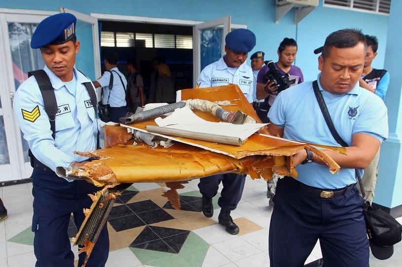 Fragment wraku samolotu znaleziony w Morzu Jawajskim /AFP