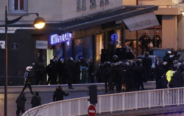 Francja: Podczas szturmów zabito trzech napastników. Co najmniej 4 zakładników nie żyje