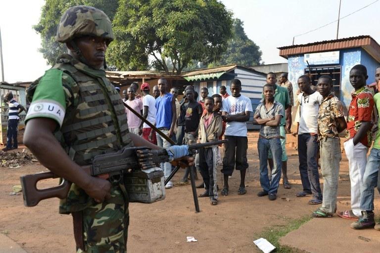 Francja postanowiła wysłać 1,6 tys. żołnierzy do Republiki Środkowoafrykańskiej /AFP