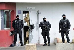 Francja: Z więzienia zbiegł groźny przestępca, mobilizacja Interpolu