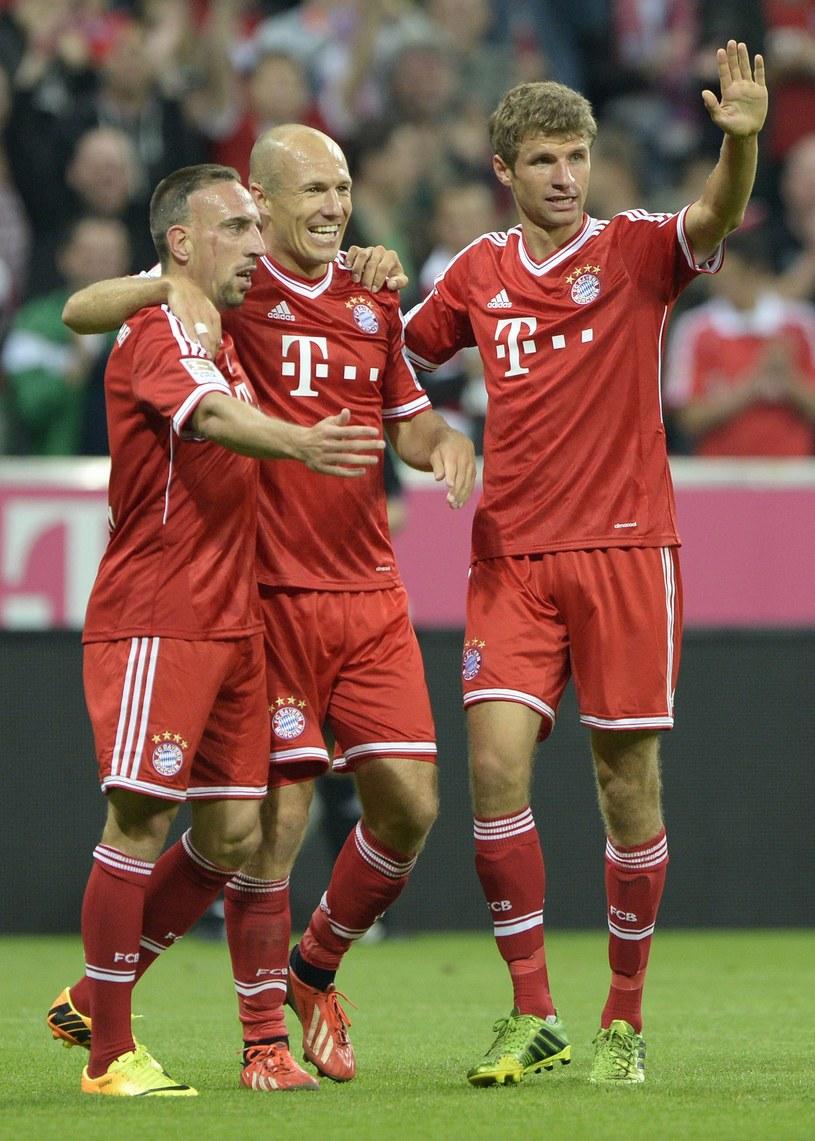 Franck Ribery (z lewej), Arjen Robben i Thomas Mueller (z prawej) nie będą tęsknić za Carlem Ancelottim /AFP