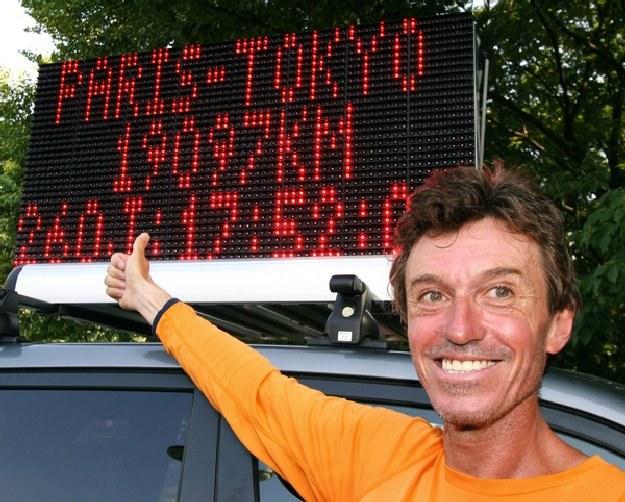 Francuz Serge Girard przebiegł w ciągu roku 27 011 kilometrów i 880 metrów /AFP