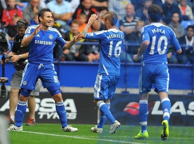 Frank Lampard (pierwszy z lewej) strzelił trzy gole w meczu z Boltonem /AFP
