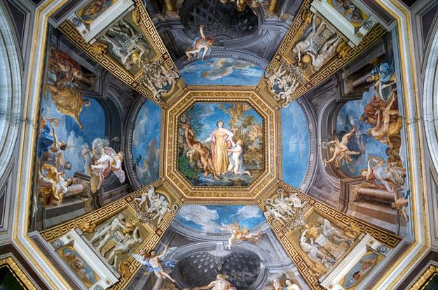 Fresk na suficie Muzeum Watykańskiego /123/RF PICSEL