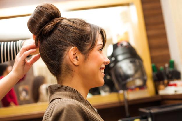 Fryzjer pomoże ci dobrać odpowiednią fryzurę /123/RF PICSEL