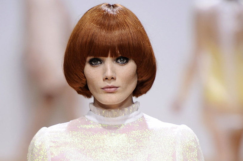 Fryzura na pazia sprzyja stylizacyjnym eksperymentom. /Getty Images/Flash Press Media