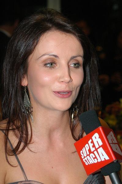 Ruda czupryna to firmowy znak Kasi Zielińskiej. Zobacz fryzury aktorki.