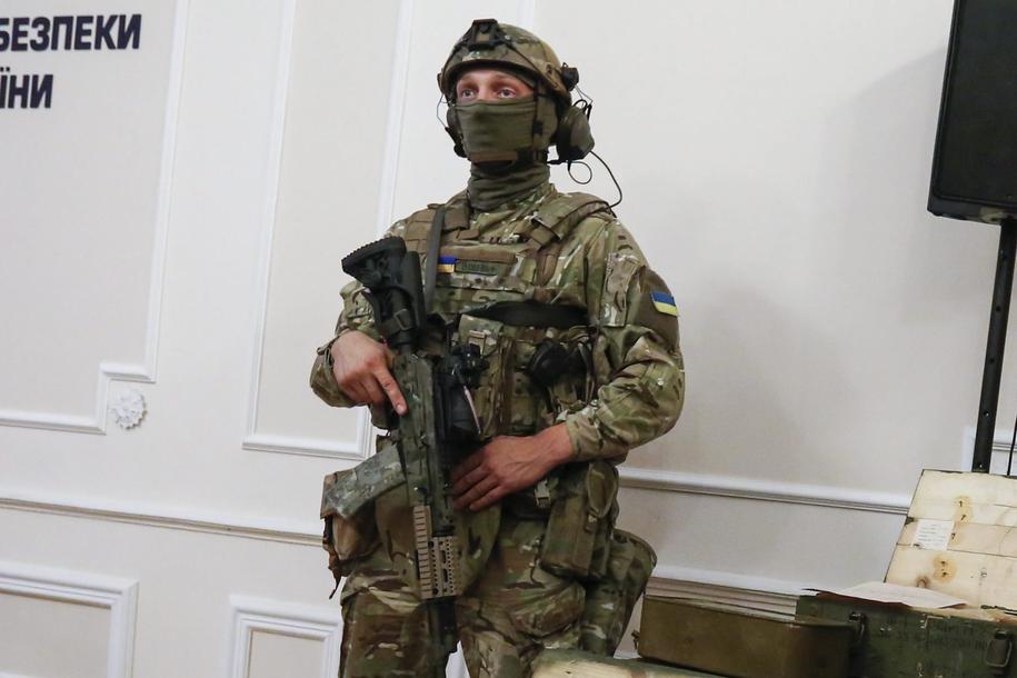Funkcjonariusz Służby Bezpieczeństwa Ukrainy /ROMAN PILIPEY /PAP/EPA